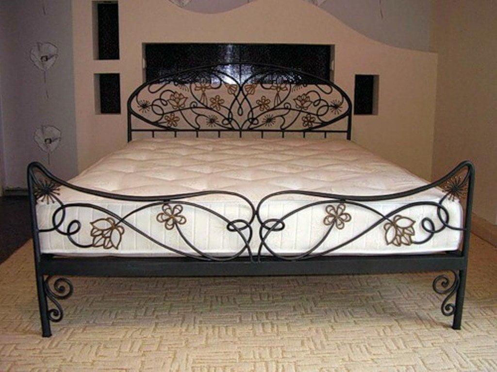 Металлические кровати, навесы, ограждения: производство и покупка